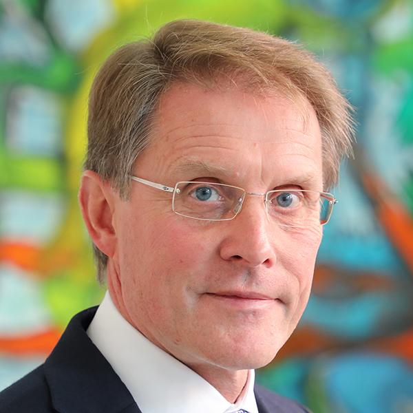DR. ANTON TRAUNER - Finanzakademiker