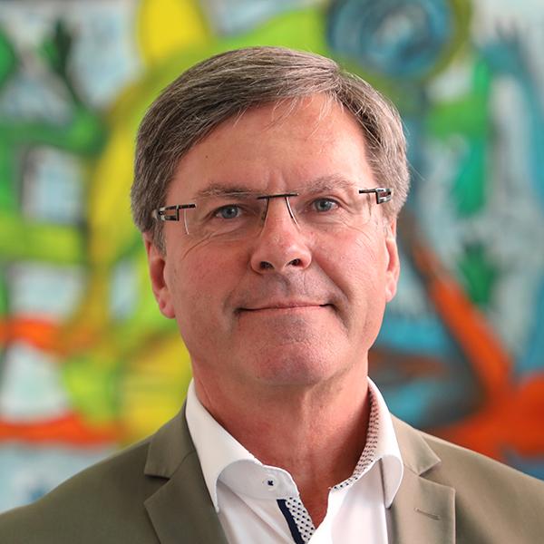 DR. WALTER DAX - Finanzakademiker